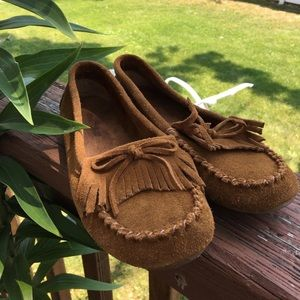 Minnetonka moccasin shoes